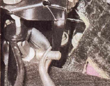 отсоединяем педаль тормоза