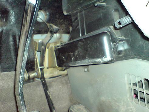 откручиваем саморезы крепления радиатора