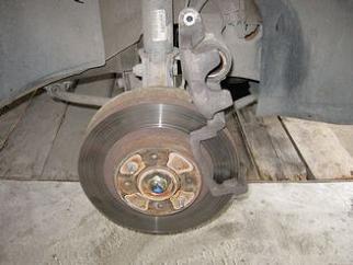 Замена передних тормозных колодок на Приоре 3